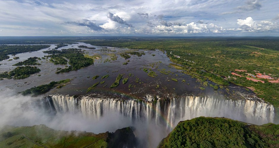 wide shot of vic falls